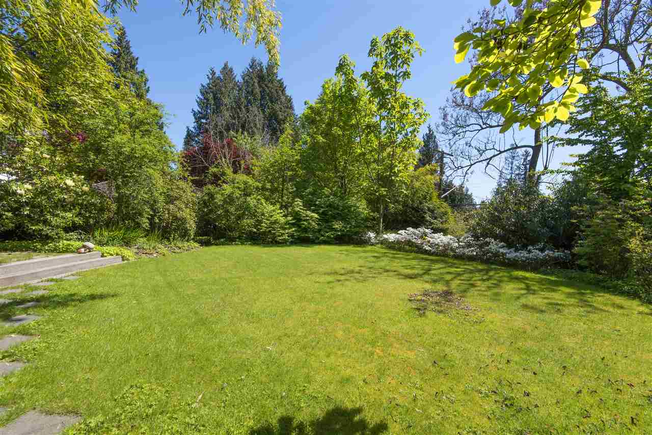 Detached at 3069 MATHERS AVENUE, West Vancouver, British Columbia. Image 19