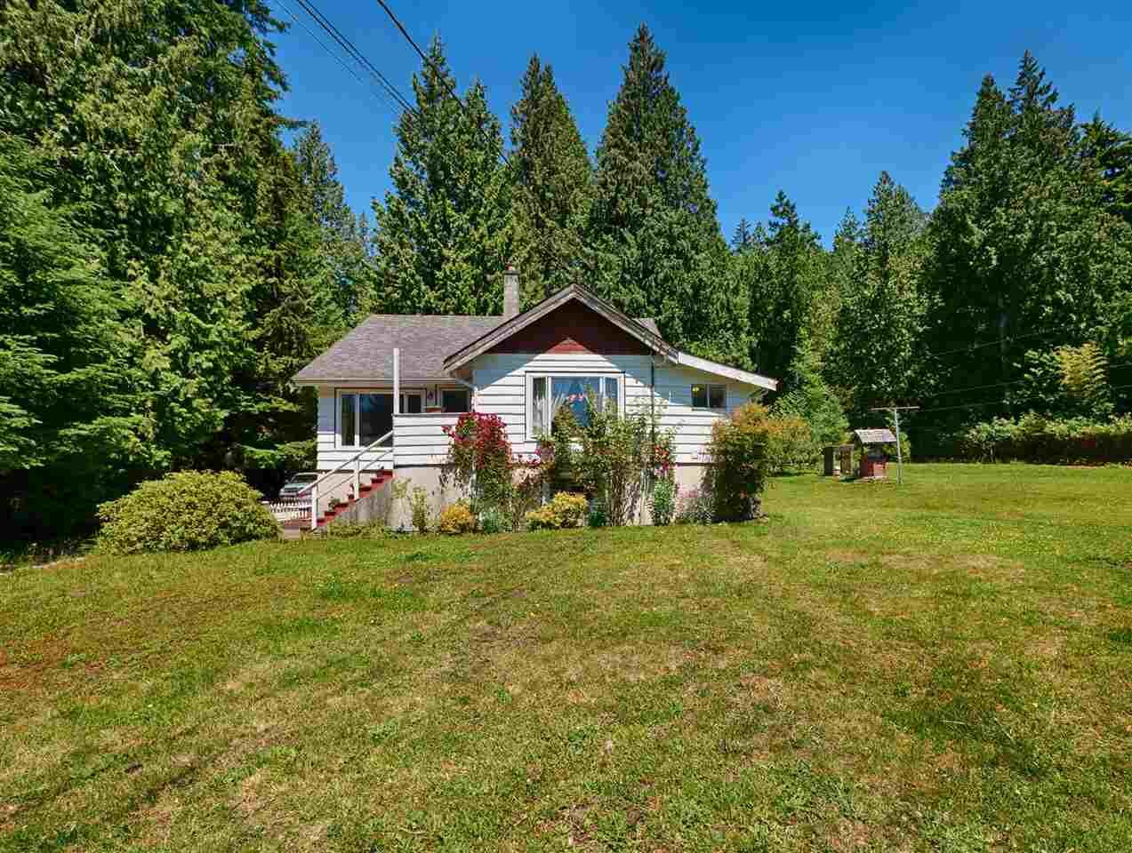 Detached at 2706 SUNSHINE COAST HIGHWAY, Sunshine Coast, British Columbia. Image 1