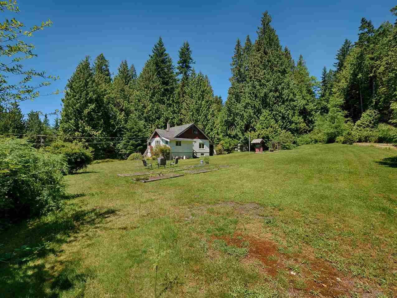 Detached at 2706 SUNSHINE COAST HIGHWAY, Sunshine Coast, British Columbia. Image 4