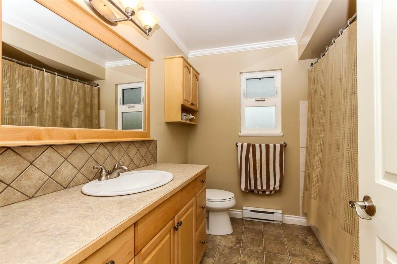 Half-duplex at 5855 17A AVENUE, Tsawwassen, British Columbia. Image 7