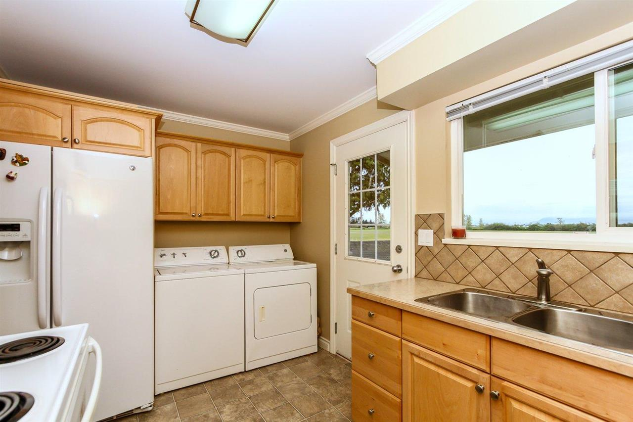 Half-duplex at 5855 17A AVENUE, Tsawwassen, British Columbia. Image 13