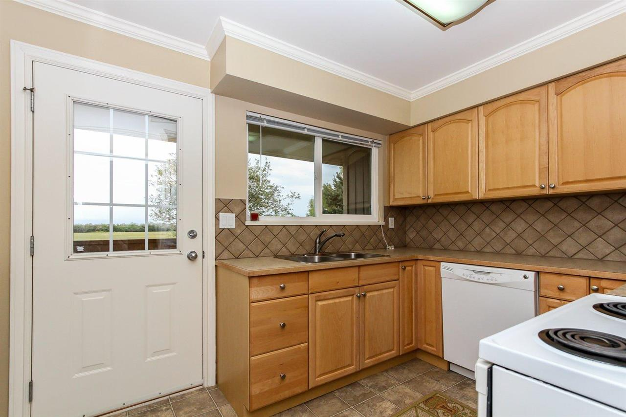 Half-duplex at 5855 17A AVENUE, Tsawwassen, British Columbia. Image 18