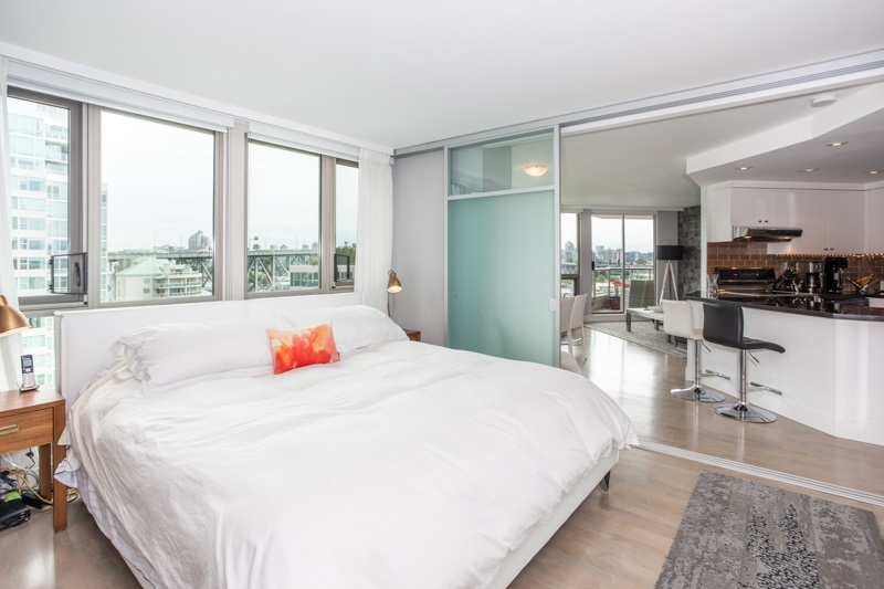Condo Apartment at 1001 1625 HORNBY STREET, Unit 1001, Vancouver West, British Columbia. Image 5