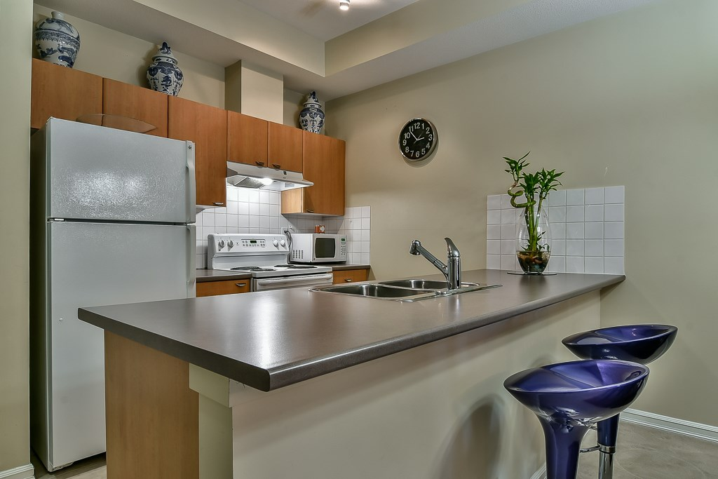 Condo Apartment at 103 10088 148 STREET, Unit 103, North Surrey, British Columbia. Image 12