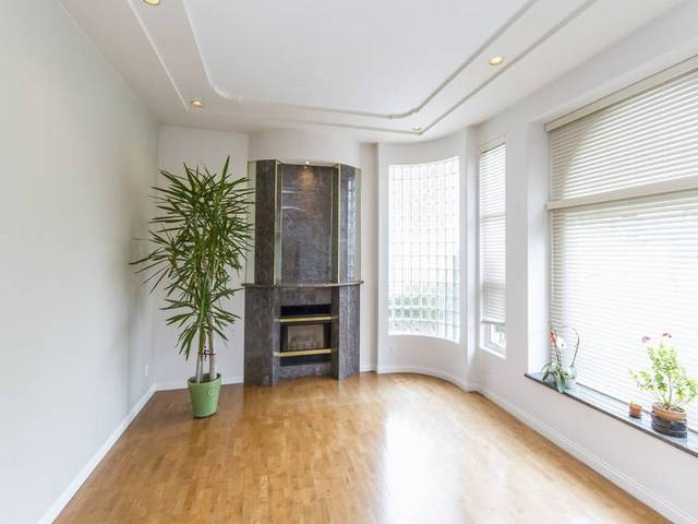 Detached at 5788 BUCKINGHAM AVENUE, Burnaby South, British Columbia. Image 3