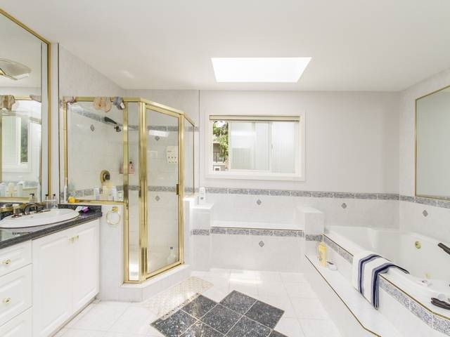 Detached at 5788 BUCKINGHAM AVENUE, Burnaby South, British Columbia. Image 12