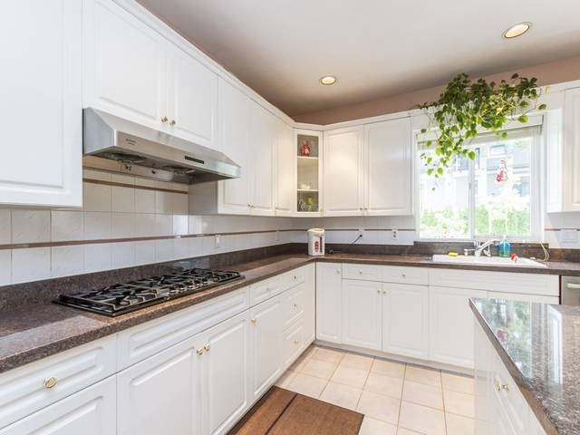 Detached at 5788 BUCKINGHAM AVENUE, Burnaby South, British Columbia. Image 13