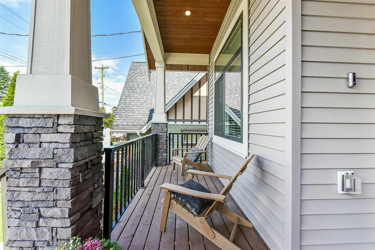 Detached at 33642 ST OLAF AVENUE, Abbotsford, British Columbia. Image 2