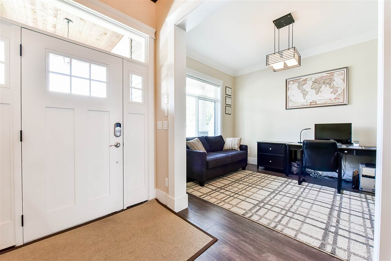 Detached at 33642 ST OLAF AVENUE, Abbotsford, British Columbia. Image 3