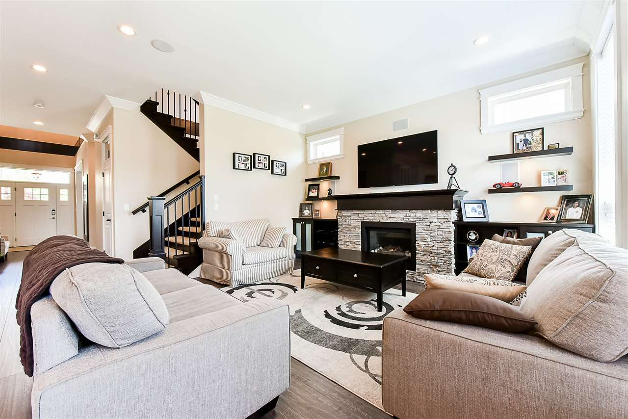 Detached at 33642 ST OLAF AVENUE, Abbotsford, British Columbia. Image 5