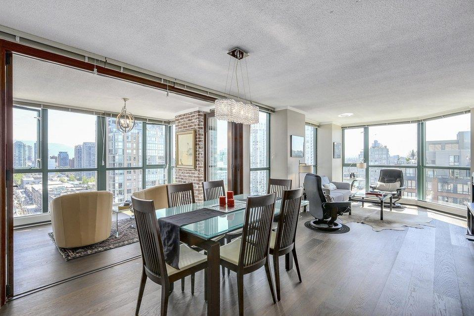 Condo Apartment at 1805 289 DRAKE STREET, Unit 1805, Vancouver West, British Columbia. Image 2
