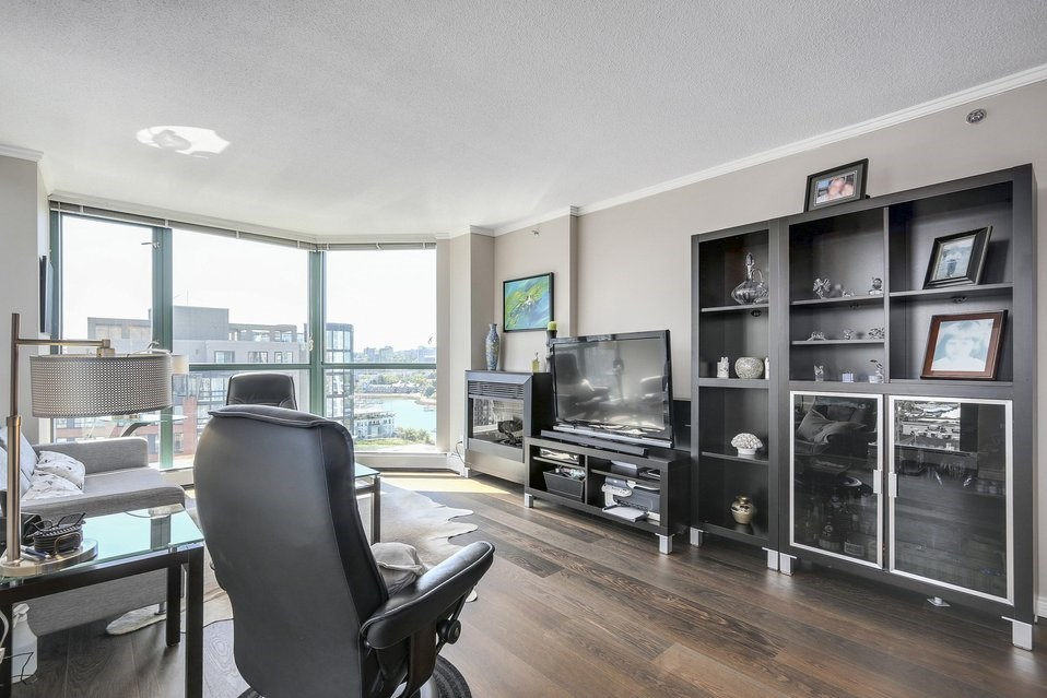 Condo Apartment at 1805 289 DRAKE STREET, Unit 1805, Vancouver West, British Columbia. Image 6