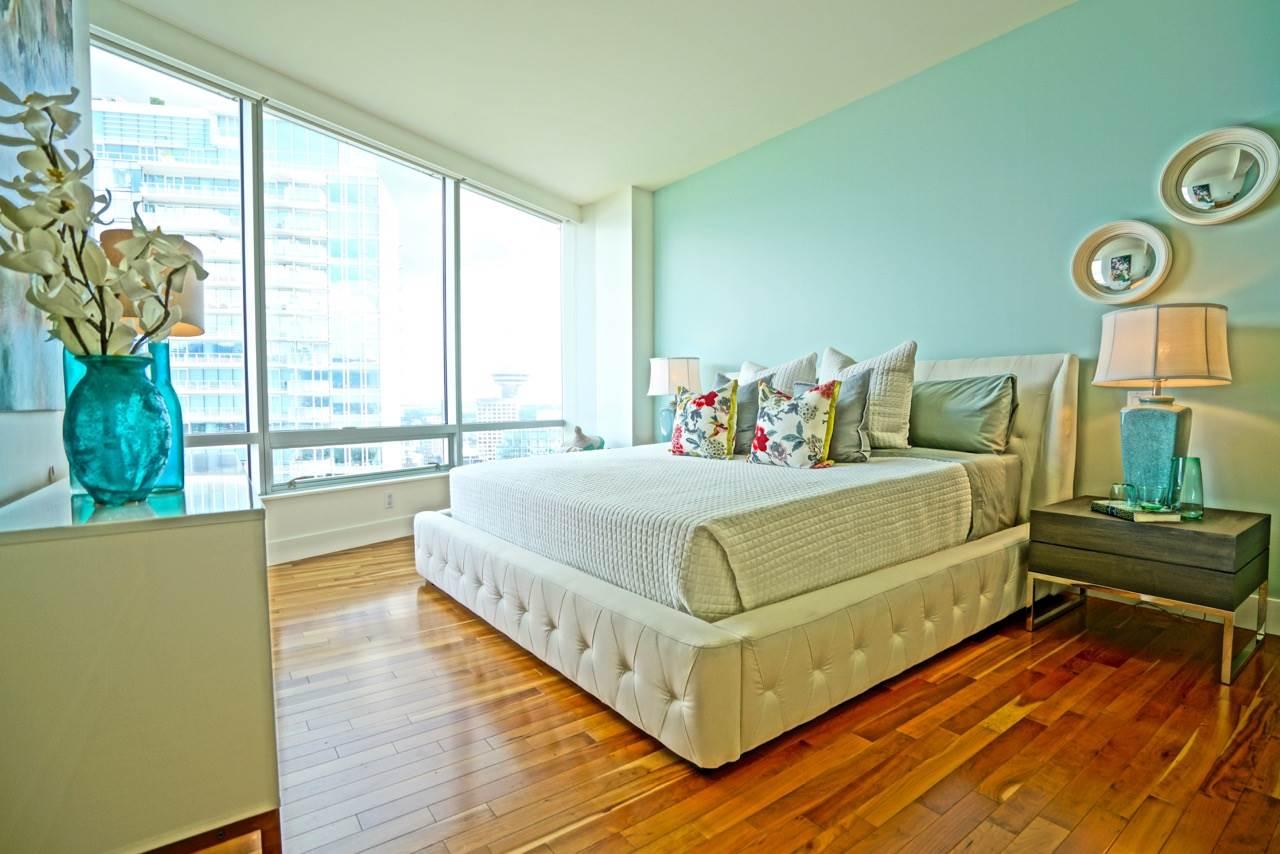 Condo Apartment at 3301 1077 W CORDOVA STREET, Unit 3301, Vancouver West, British Columbia. Image 13