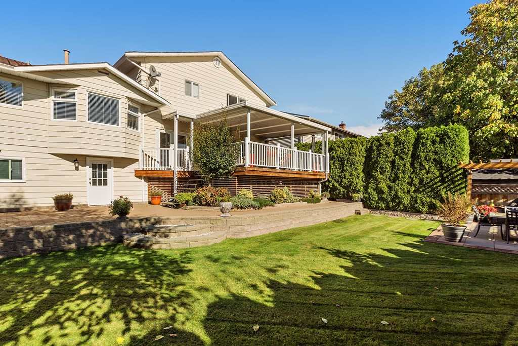 Detached at 19666 S WILDWOOD CRESCENT, Pitt Meadows, British Columbia. Image 1