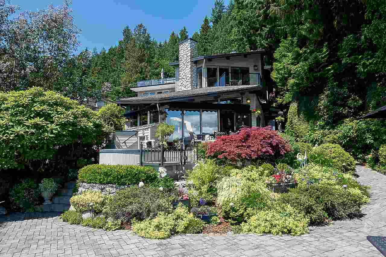 Detached at 2594 PANORAMA DRIVE, North Vancouver, British Columbia. Image 2