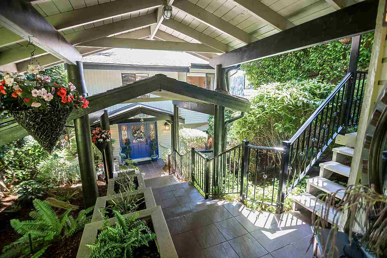 Detached at 2594 PANORAMA DRIVE, North Vancouver, British Columbia. Image 19