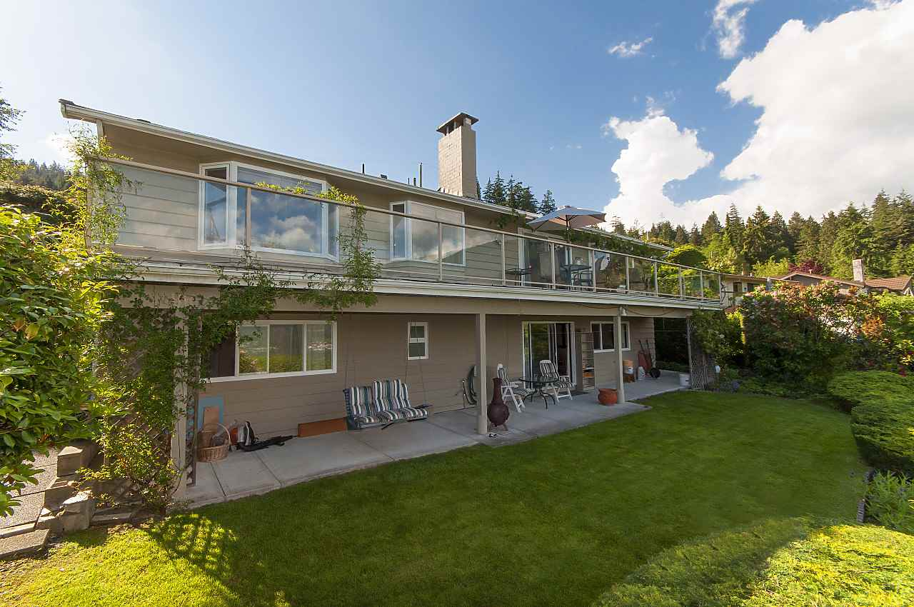 Detached at 497 CRAIGMOHR DRIVE, West Vancouver, British Columbia. Image 2