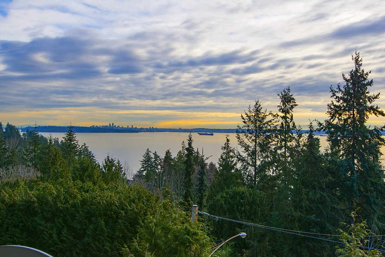 Detached at 4103 BURKEHILL ROAD, West Vancouver, British Columbia. Image 2