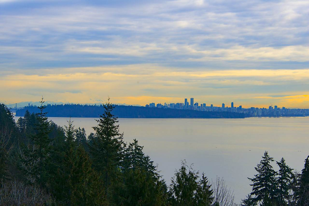 Detached at 4103 BURKEHILL ROAD, West Vancouver, British Columbia. Image 3