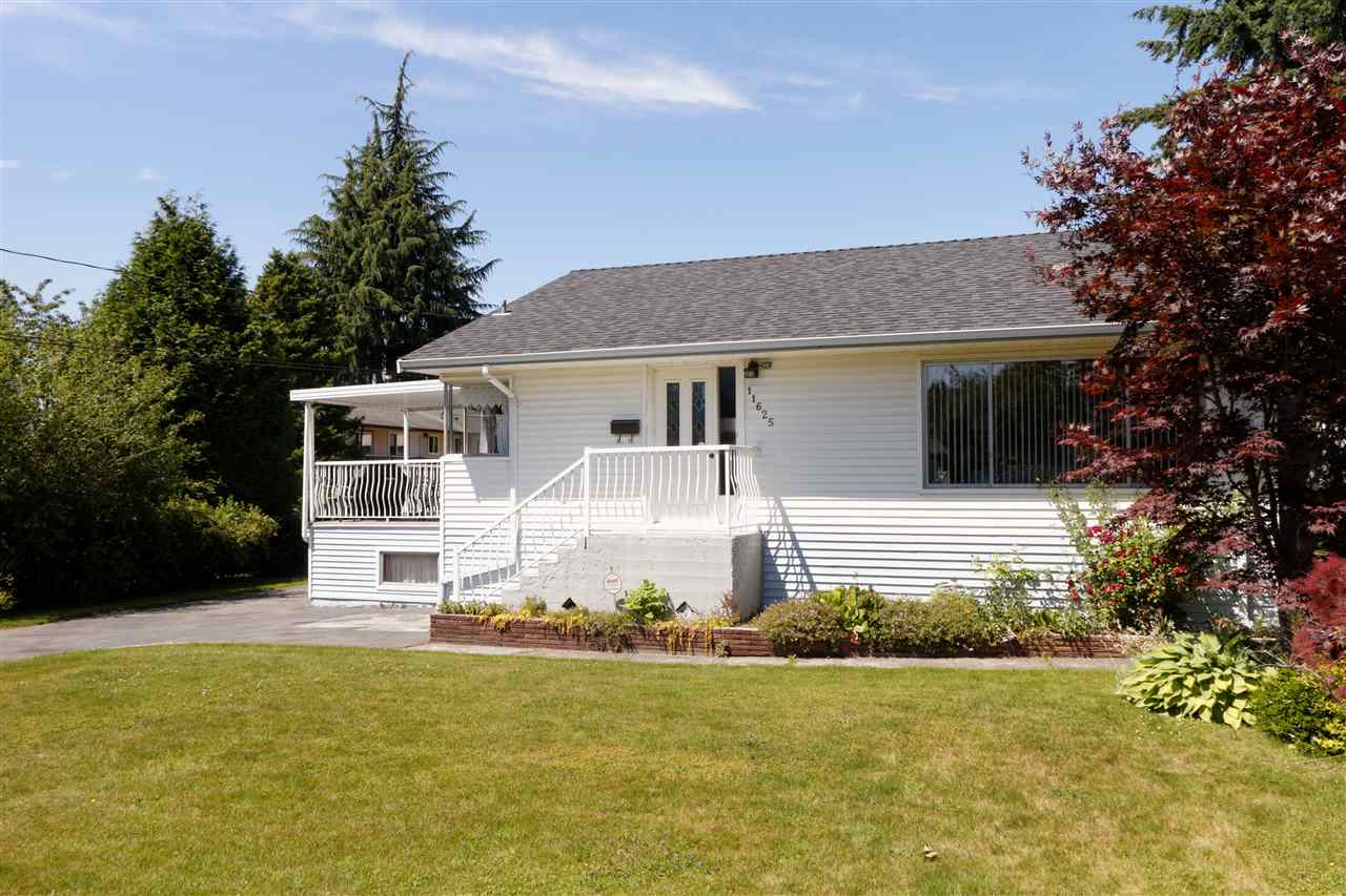 Detached at 11625 72 AVENUE, N. Delta, British Columbia. Image 2