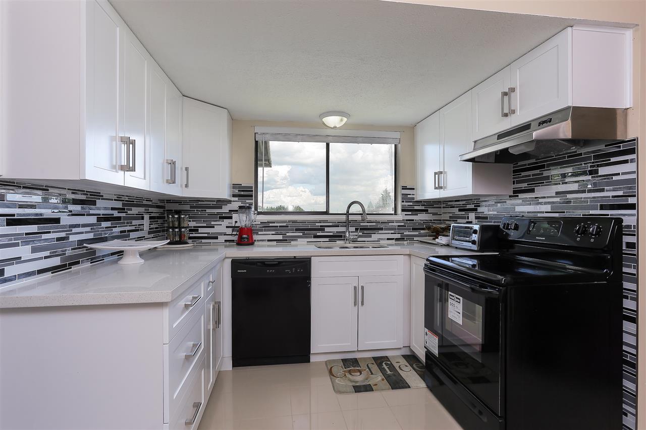 Half-duplex at 3512 DOUGLAS ROAD, Burnaby North, British Columbia. Image 7