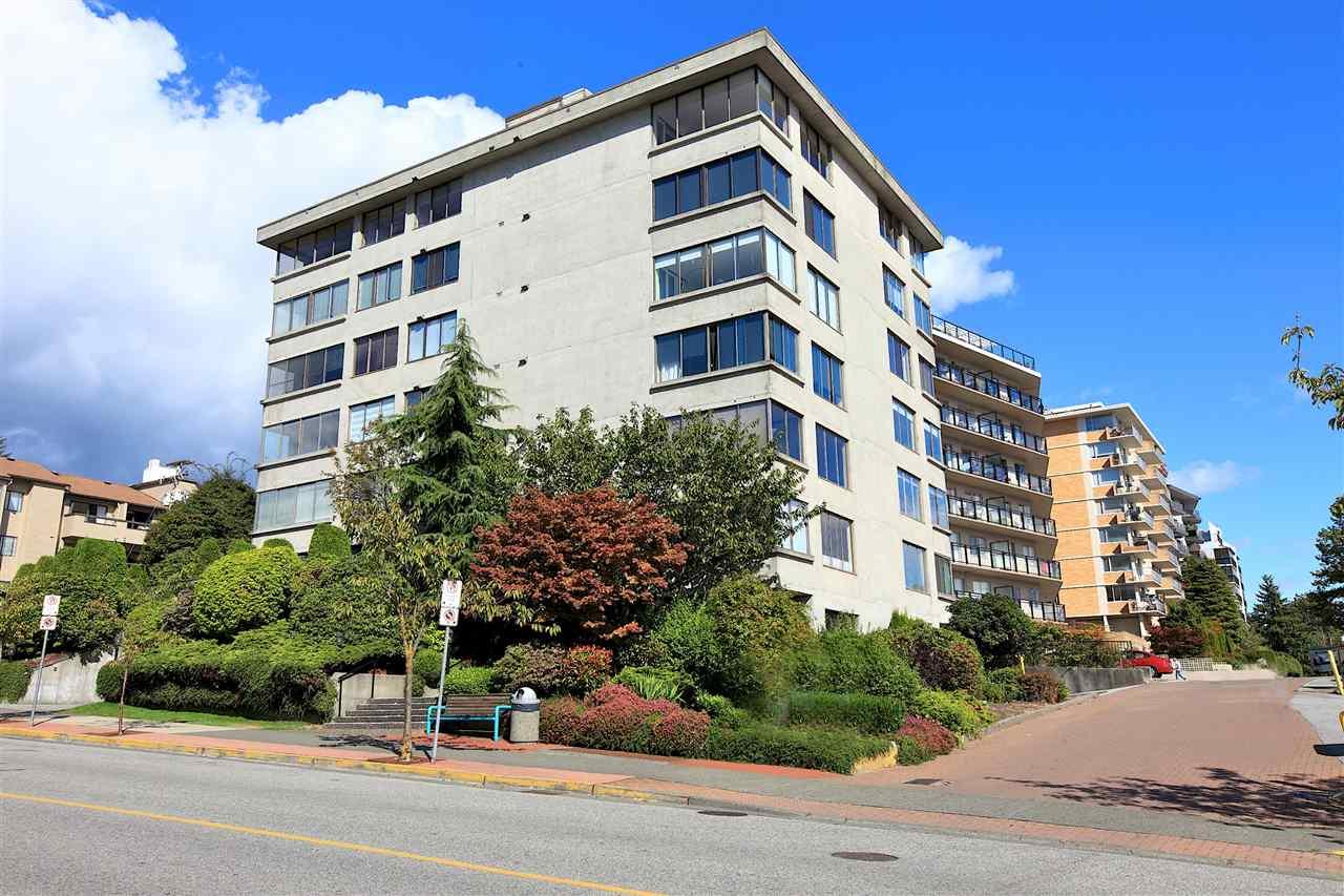 Condo Apartment at 302 460 14TH STREET, Unit 302, West Vancouver, British Columbia. Image 1