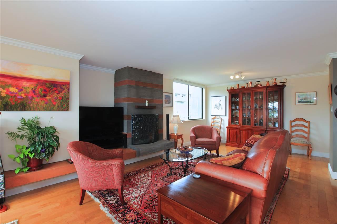 Condo Apartment at 302 460 14TH STREET, Unit 302, West Vancouver, British Columbia. Image 5