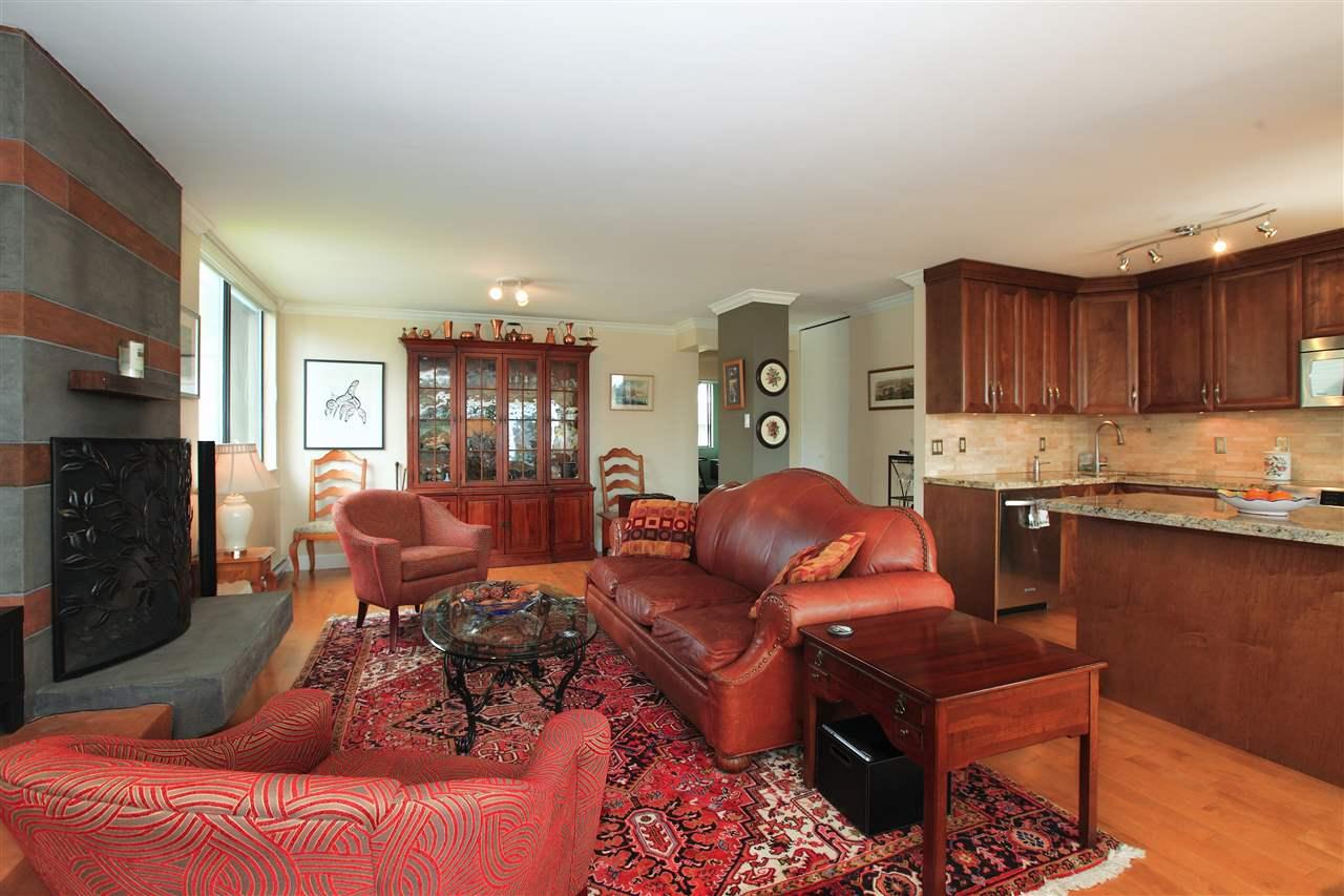 Condo Apartment at 302 460 14TH STREET, Unit 302, West Vancouver, British Columbia. Image 6