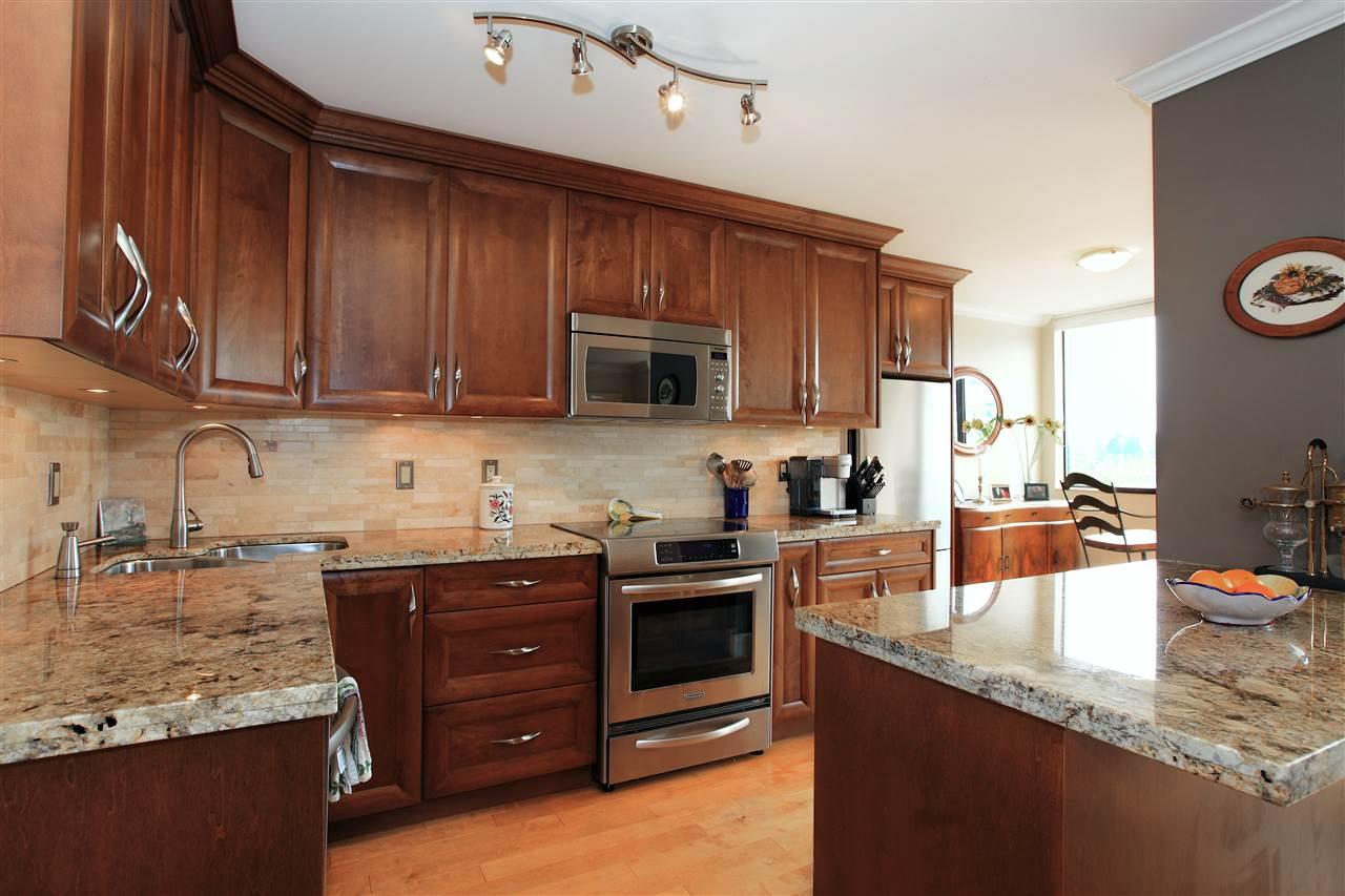 Condo Apartment at 302 460 14TH STREET, Unit 302, West Vancouver, British Columbia. Image 7