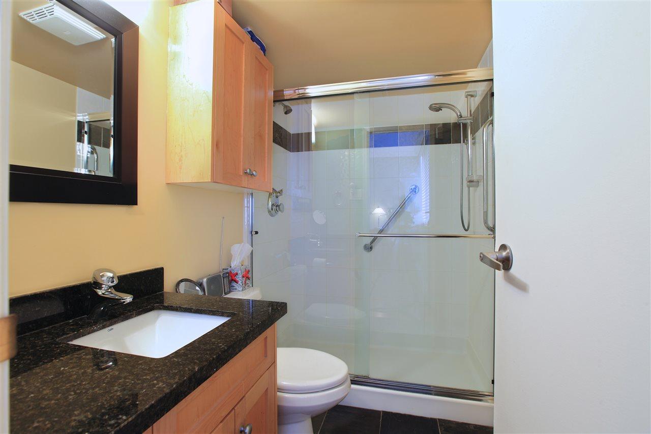 Condo Apartment at 302 460 14TH STREET, Unit 302, West Vancouver, British Columbia. Image 9