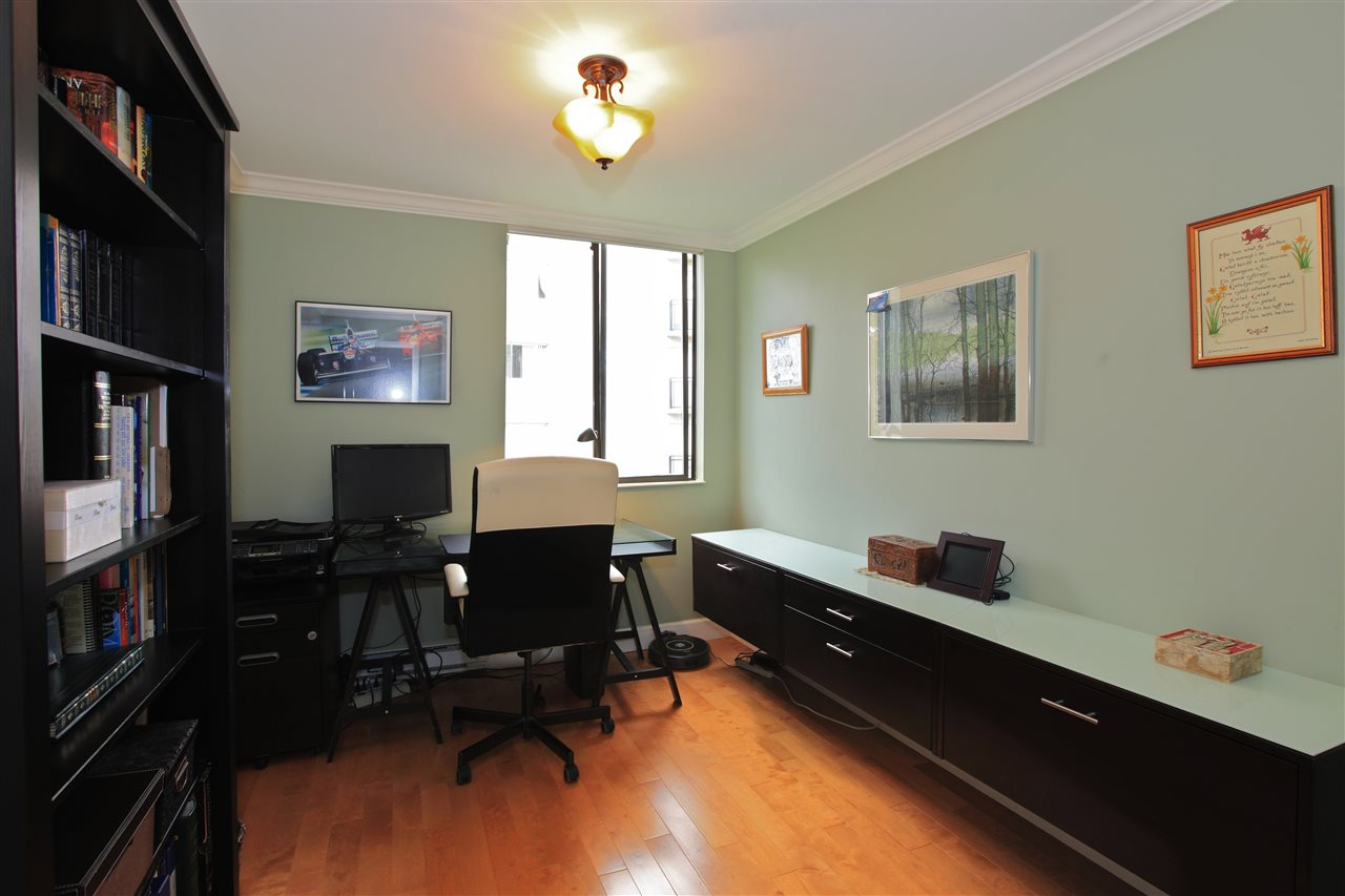 Condo Apartment at 302 460 14TH STREET, Unit 302, West Vancouver, British Columbia. Image 11