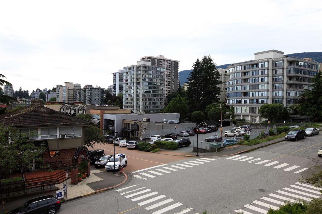 Condo Apartment at 302 460 14TH STREET, Unit 302, West Vancouver, British Columbia. Image 12