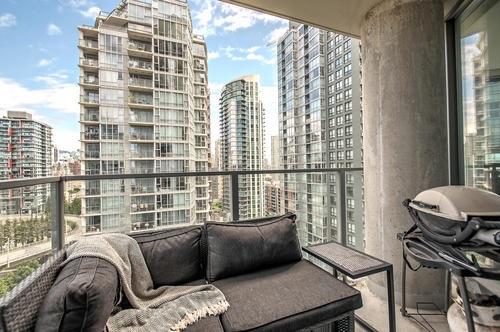 Condo Apartment at 1907 583 BEACH CRESCENT, Unit 1907, Vancouver West, British Columbia. Image 12