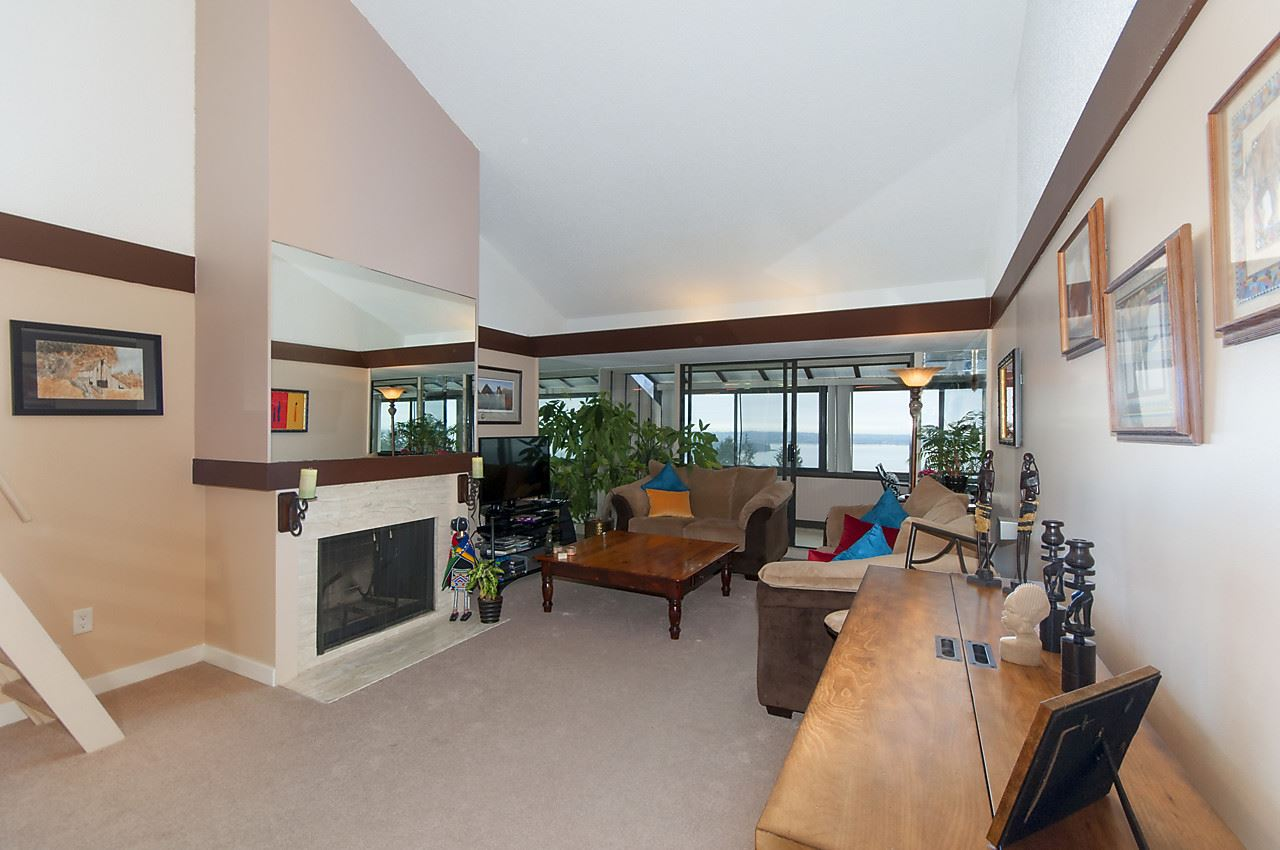 Condo Apartment at 49 2202 FOLKESTONE WAY, Unit 49, West Vancouver, British Columbia. Image 2