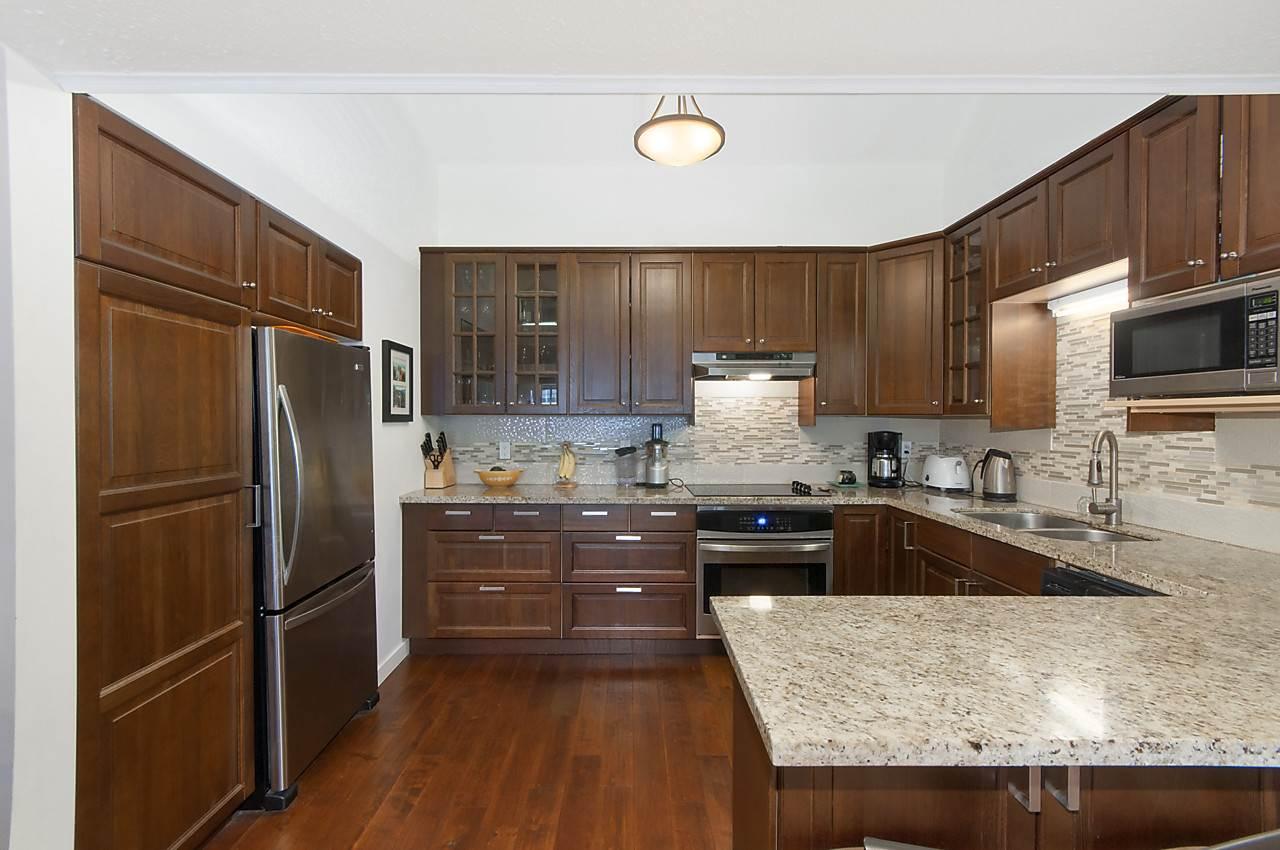 Condo Apartment at 49 2202 FOLKESTONE WAY, Unit 49, West Vancouver, British Columbia. Image 5