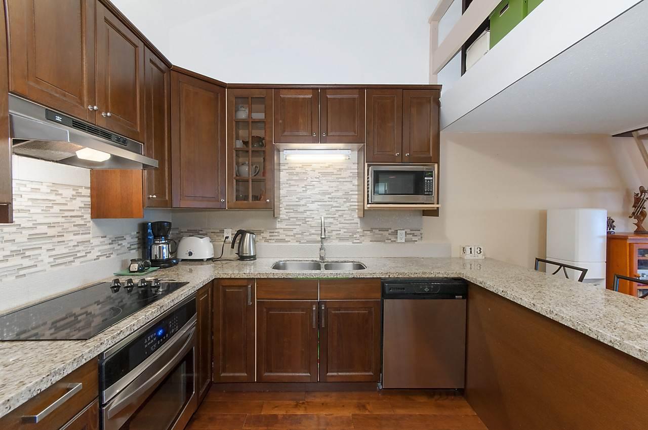 Condo Apartment at 49 2202 FOLKESTONE WAY, Unit 49, West Vancouver, British Columbia. Image 7