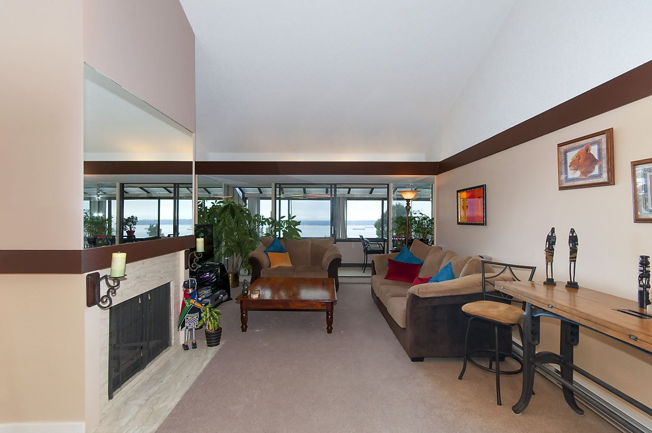 Condo Apartment at 49 2202 FOLKESTONE WAY, Unit 49, West Vancouver, British Columbia. Image 9