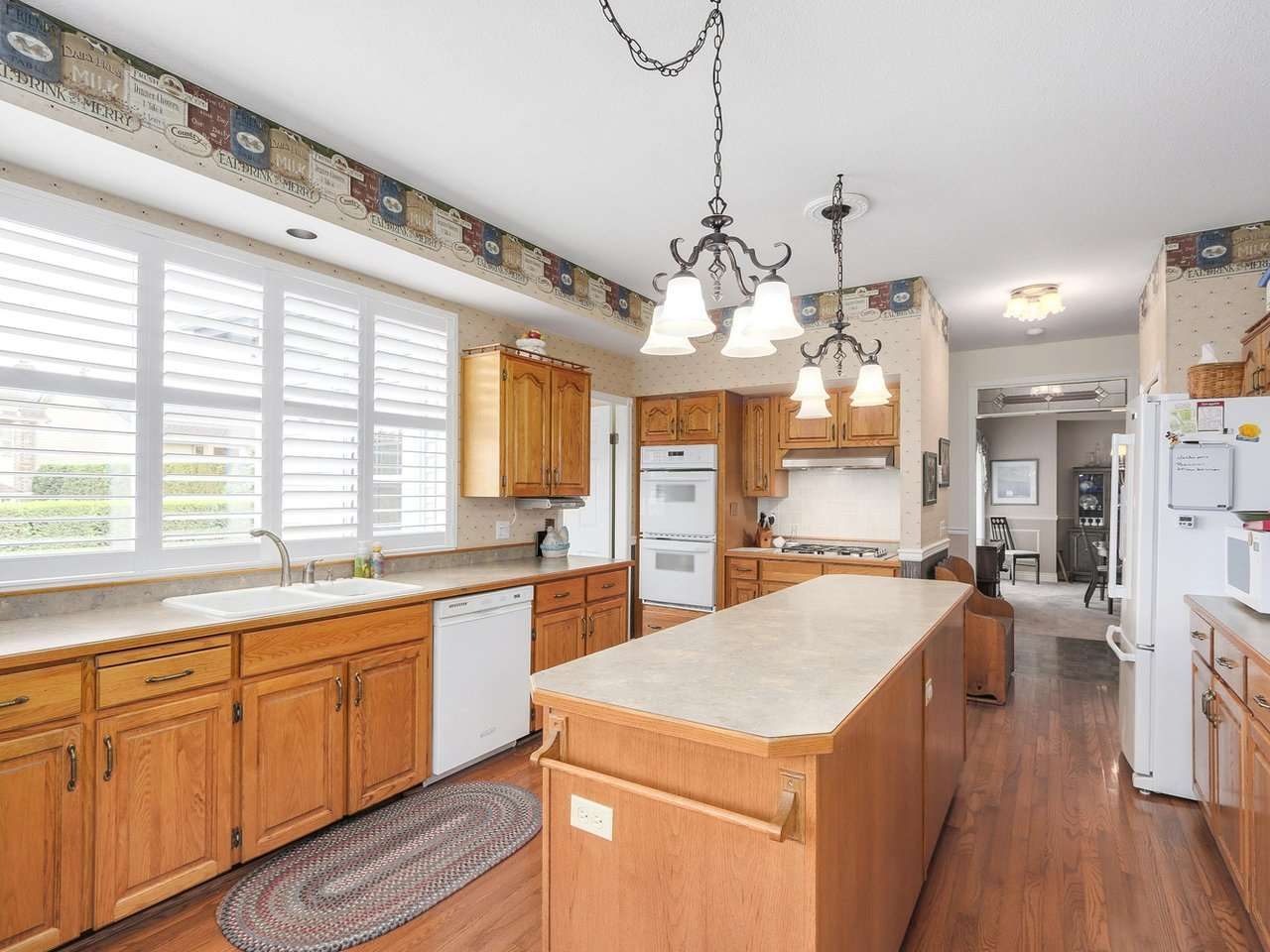 Detached at 13082 19 AVENUE, South Surrey White Rock, British Columbia. Image 5