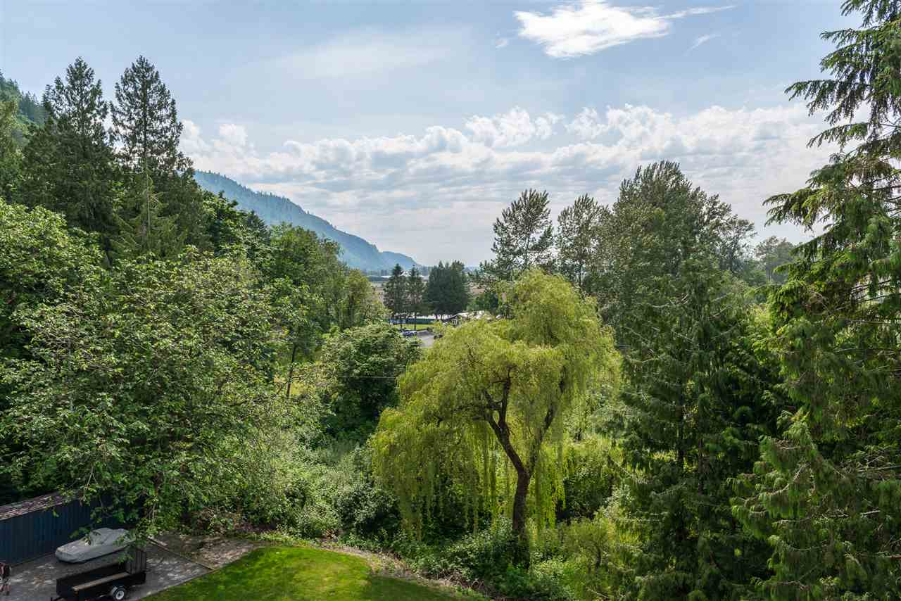 Detached at 39623 OLD YALE ROAD, Abbotsford, British Columbia. Image 17