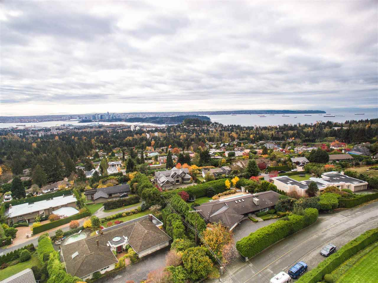 Detached at 775 KING GEORGES WAY, West Vancouver, British Columbia. Image 2