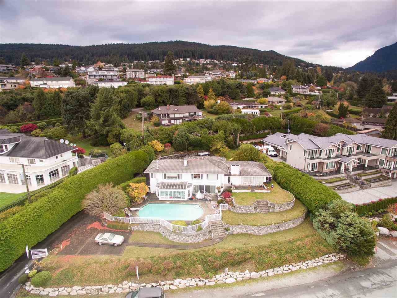 Detached at 775 KING GEORGES WAY, West Vancouver, British Columbia. Image 3