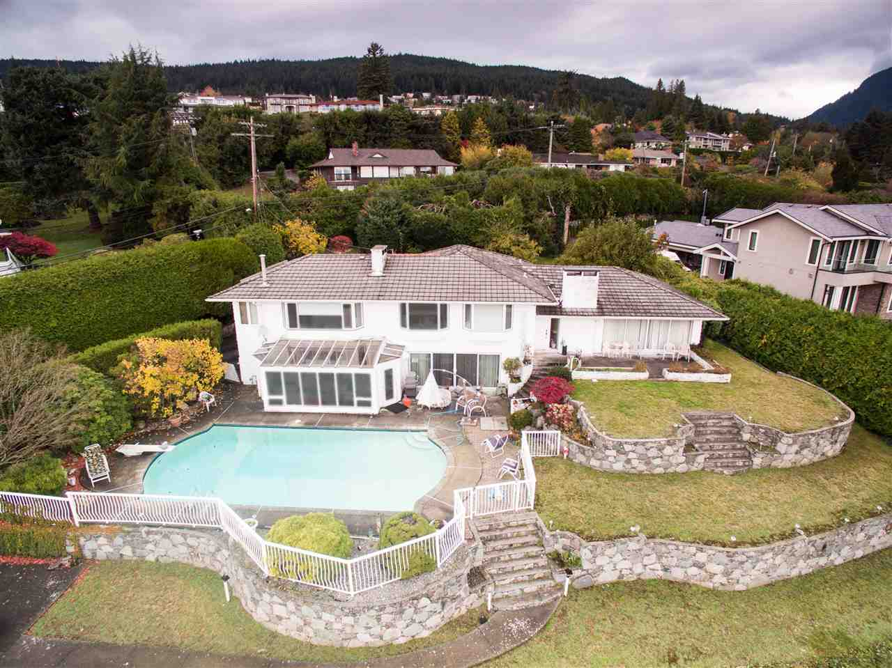 Detached at 775 KING GEORGES WAY, West Vancouver, British Columbia. Image 4