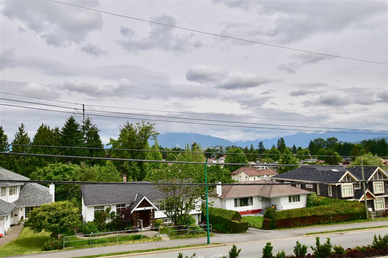 Detached at 3856-58 MOSCROP STREET, Burnaby South, British Columbia. Image 2