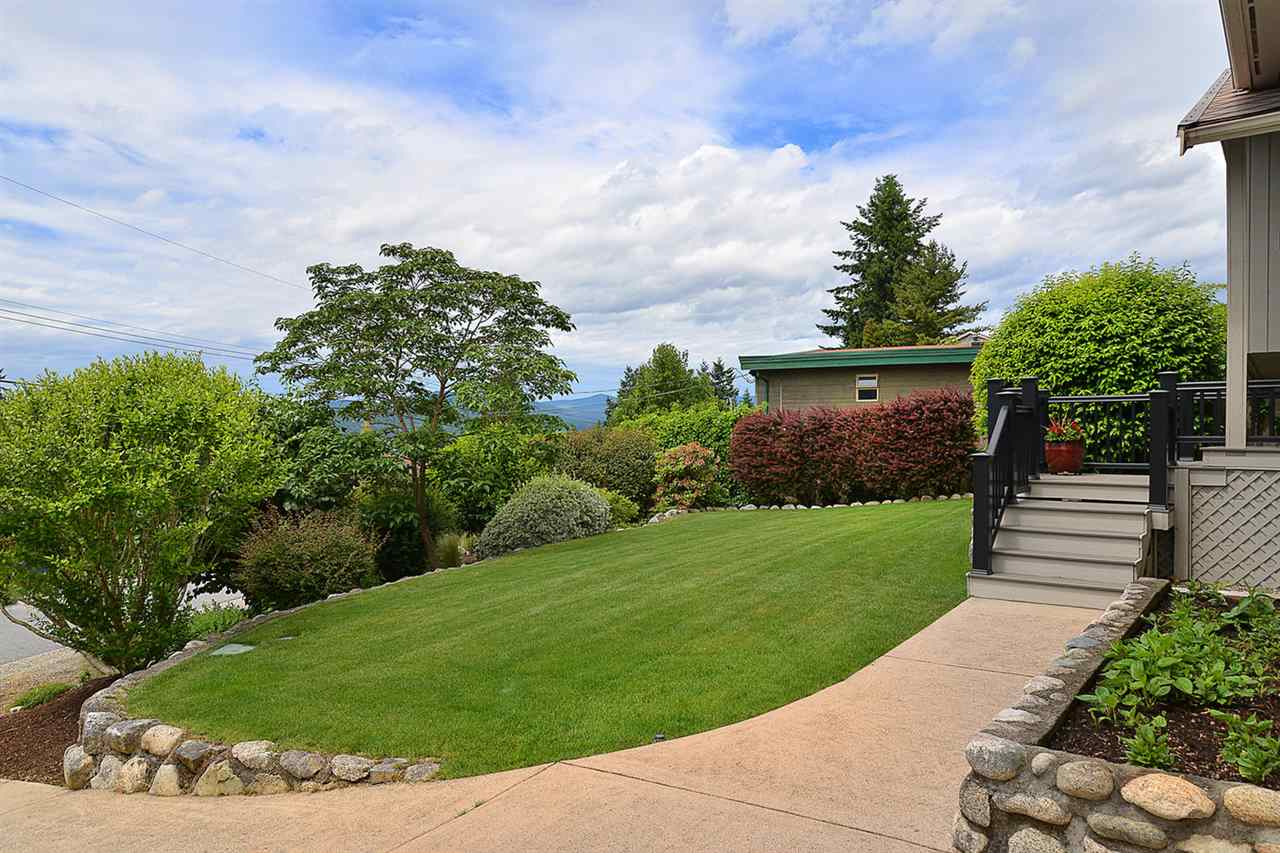 Detached at 5124 RADCLIFFE ROAD, Sunshine Coast, British Columbia. Image 2