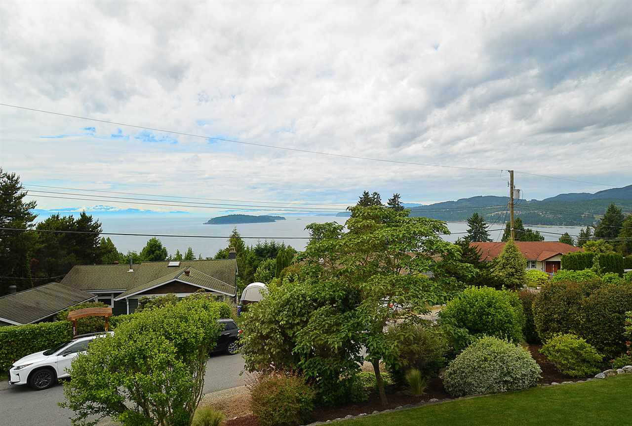 Detached at 5124 RADCLIFFE ROAD, Sunshine Coast, British Columbia. Image 3