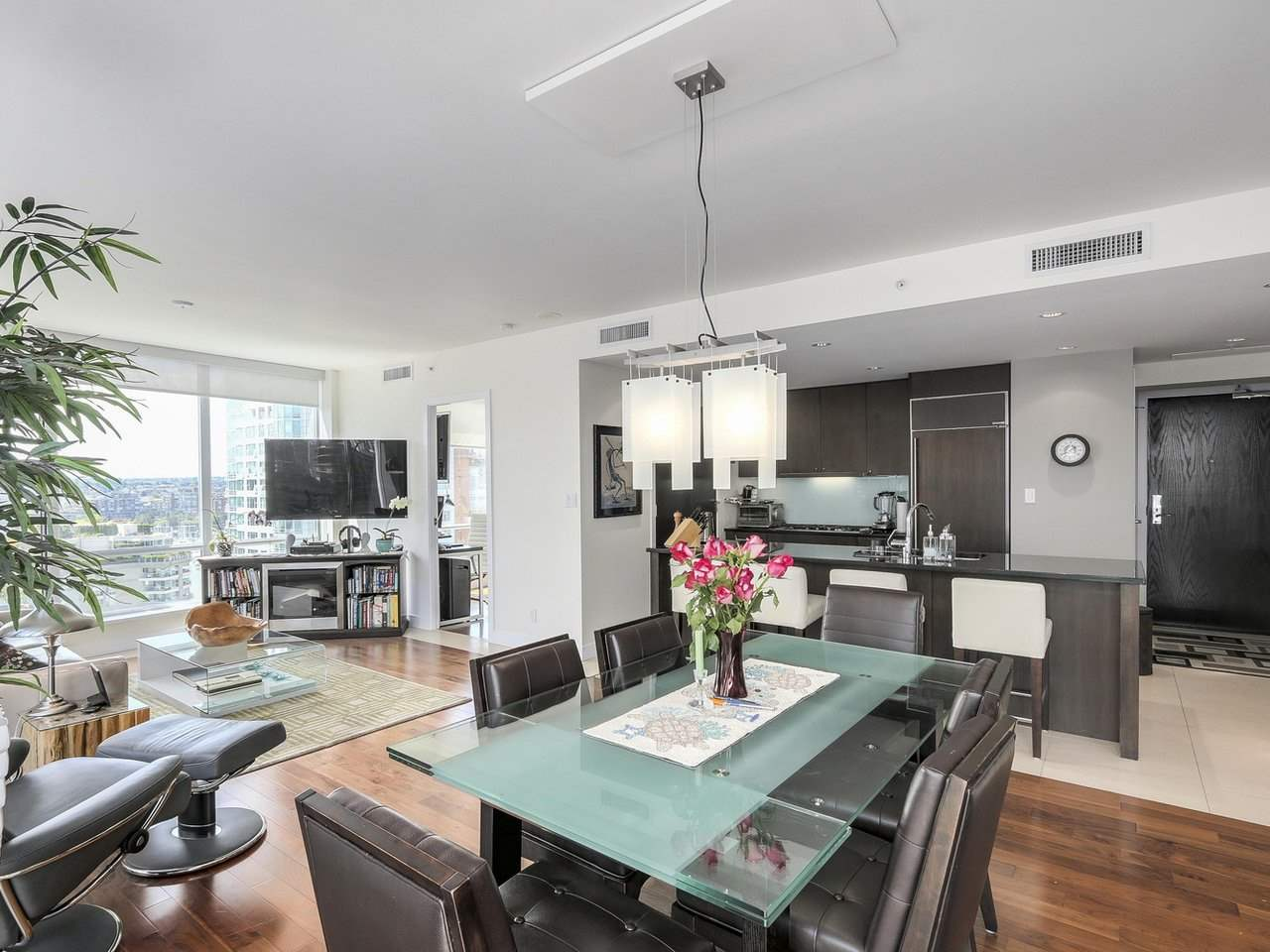 Condo Apartment at 1004 1455 HOWE STREET, Unit 1004, Vancouver West, British Columbia. Image 7