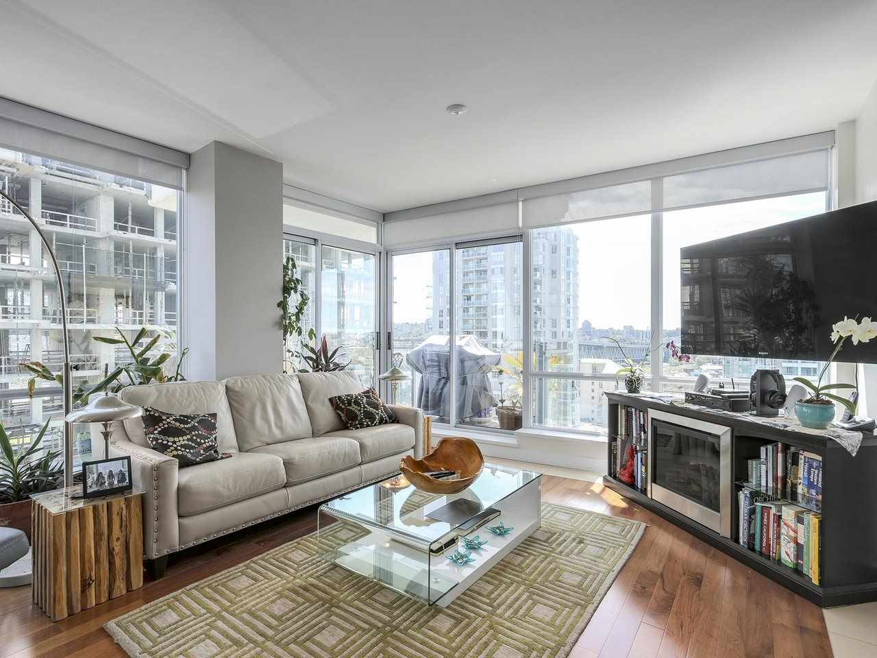 Condo Apartment at 1004 1455 HOWE STREET, Unit 1004, Vancouver West, British Columbia. Image 8