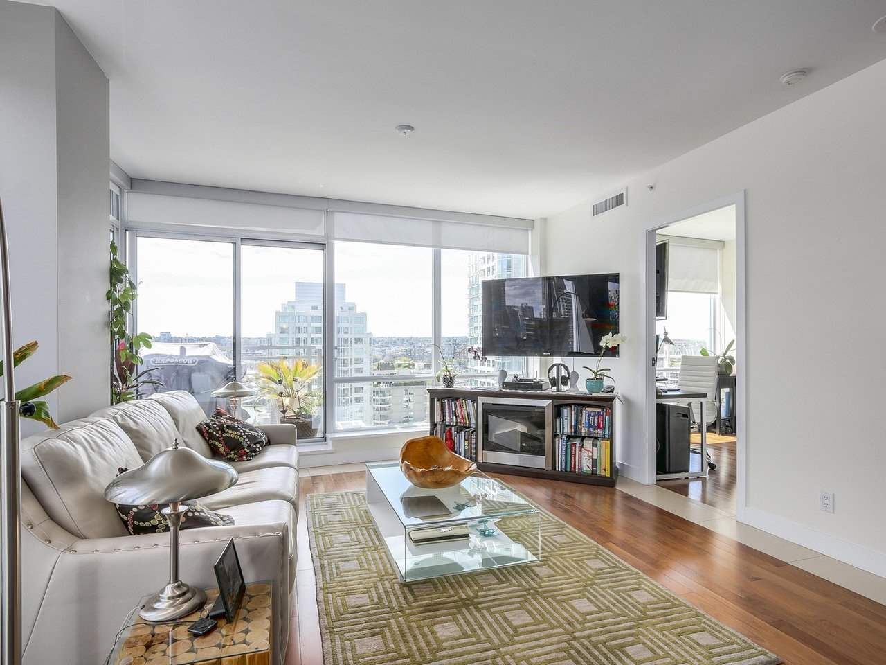 Condo Apartment at 1004 1455 HOWE STREET, Unit 1004, Vancouver West, British Columbia. Image 9