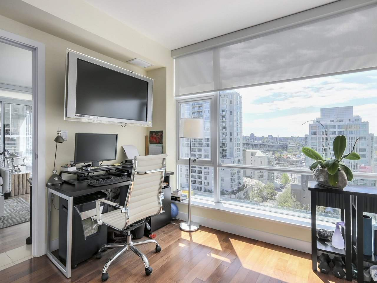 Condo Apartment at 1004 1455 HOWE STREET, Unit 1004, Vancouver West, British Columbia. Image 14