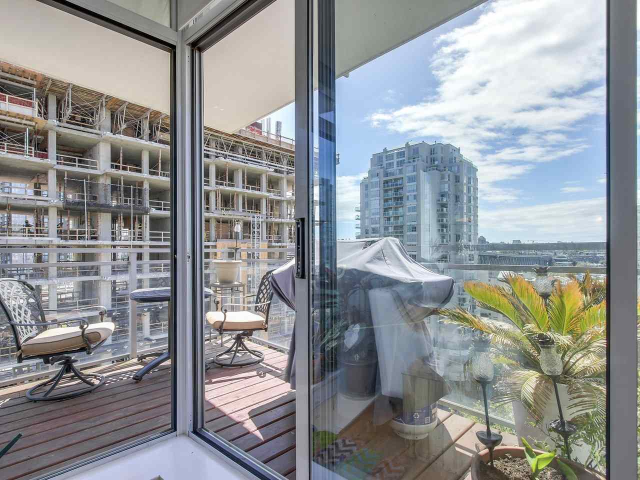 Condo Apartment at 1004 1455 HOWE STREET, Unit 1004, Vancouver West, British Columbia. Image 16